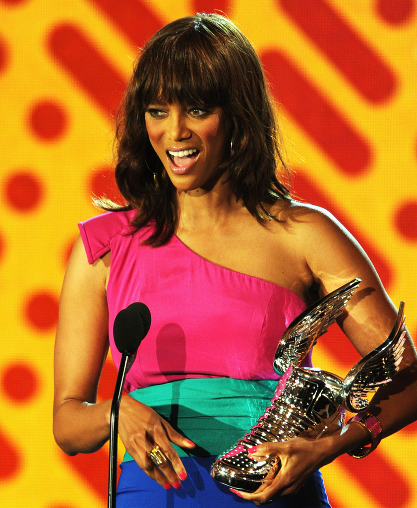 Tyra Banks Awards: 2011 VH1 Do Something Awards