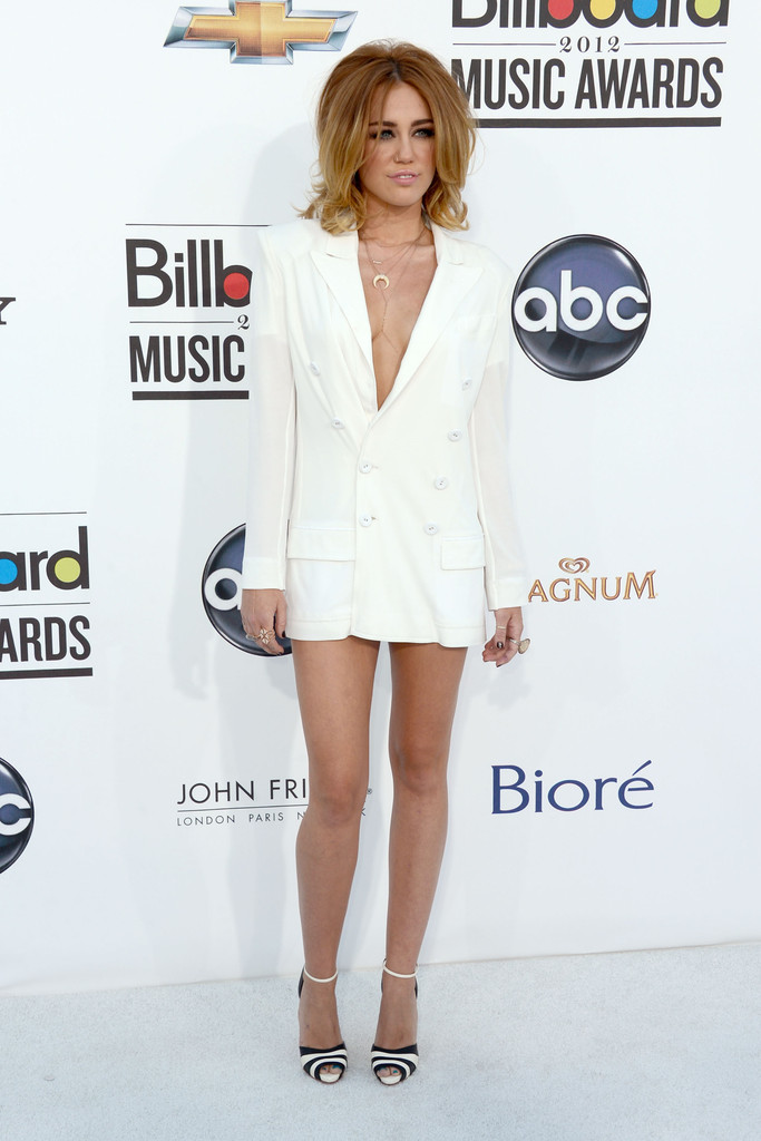 Singer Miley Cyrus arrives at the 2012 Billboard Music Awards held at the MGM Grand Garden Arena on May 20, 2012 in Las Vegas, Nevada.