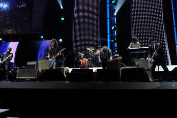 Dave Grohl Rami Jaffee 2012 MusiCares Person Of The Year Tribute To Paul McCartney - Concert