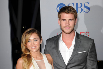 Miley Cyrus Liam Hemsworth 2012 People's Choice Awards - Arrivals