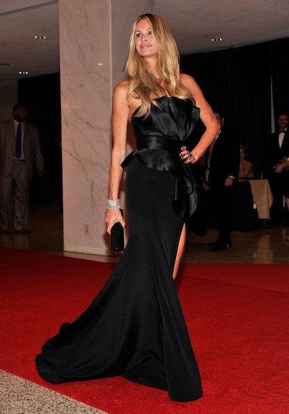 Elle Macpherson attends the 98th Annual White House Correspondents' Association Dinner at the Washington Hilton on April 28, 2012 in Washington, DC.