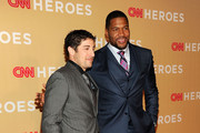 Actor Jason Biggs (L), and TV host Michael Strahan attend the 2013 CNN Heroes at the American Museum of Natural History on November 19, 2013 in New York City.