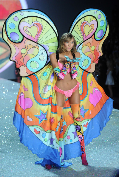 Model Karlie Kloss walks the runway at the 2013 Victoria's Secret Fashion Show at Lexington Avenue Armory on November 13, 2013 in New York City.
