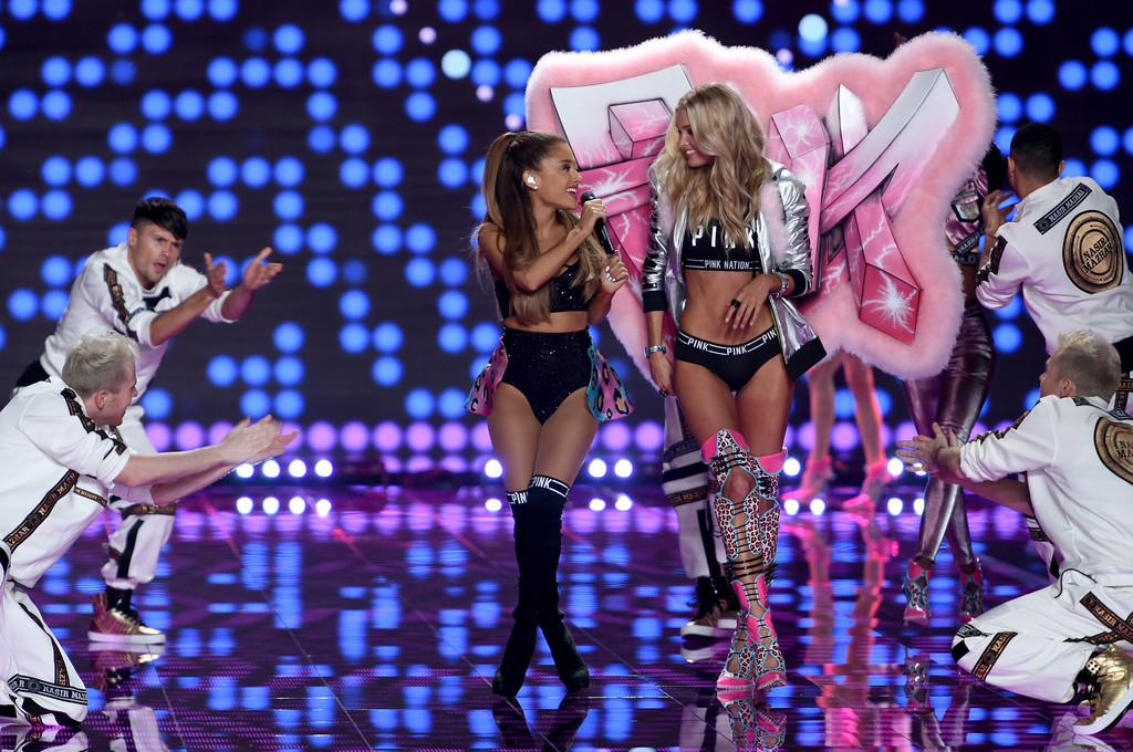 Fashion Show Victoria's Secret 2014 Ariana Grande Ariana Grande Got Smacked with