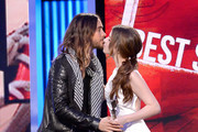 She gets kisses from Jared Leto. - Anna Kendrick's Celebrity Friends