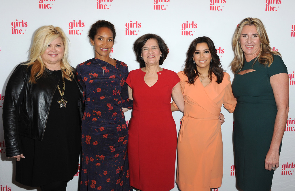 vredenburgh women Conquering the c-suite the evolution of women in leadership by kevin manne judy vredenburgh, mba '75, was part of a 1970s class action lawsuit where buffalo department stores were sued.