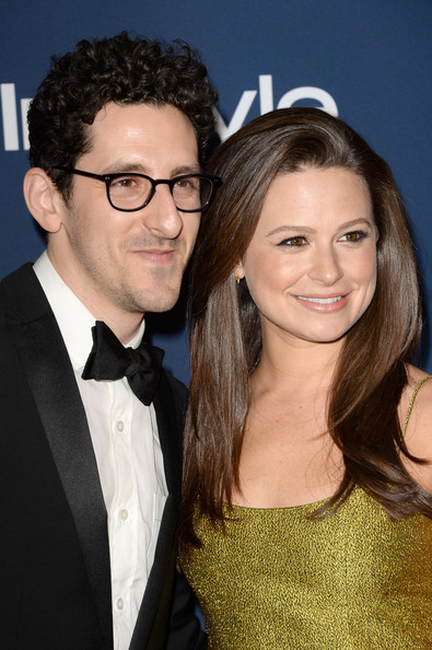 Family photo of the actress, married to Adam Shapiro ,  famous for Side Effects & Frozen.