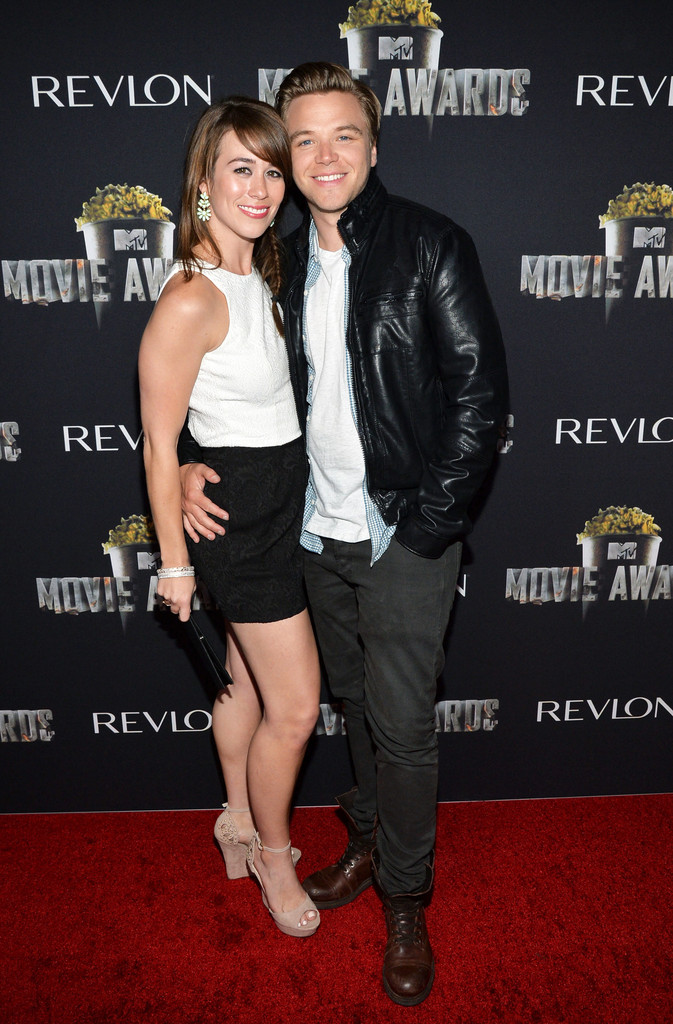brett davern dating Brett davern – she was rumored to be in a relationship with actor brett awkward co-star, beau mirchoff and ashley dated each in 2011.