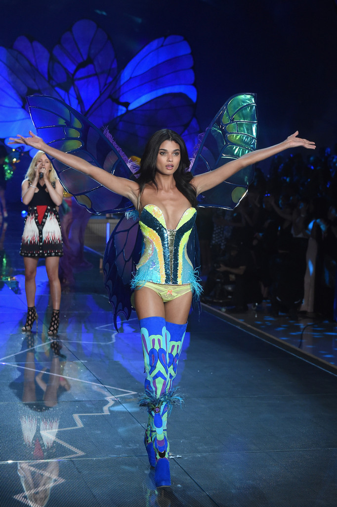 2015 Victoria 39 S Secret Fashion Show Runway Zimbio