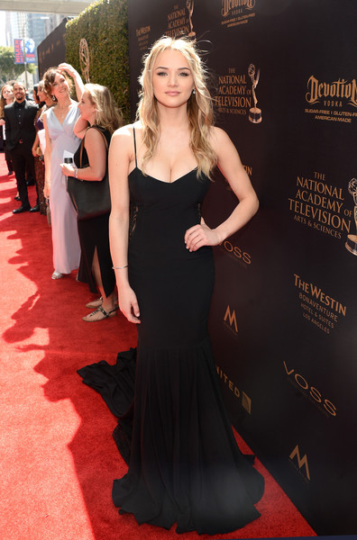 http://www1.pictures.zimbio.com/gi/2016+Daytime+Emmy+Awards+Red+Carpet+5XtkQl-YjVDl.jpg