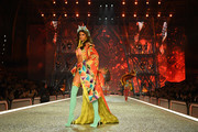 Taylor Hill walks the runway during the 2016 Victoria's Secret Fashion Show on November 30, 2016 in Paris, France.