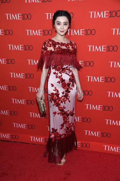 Fan Bingbing was vintage-glam at the 2017 Time 100 Gala in a lilac and red Marchesa gown with floral embroidery and a fringed bodice and hem.