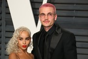 US actors Zoe Kravitz (L) and Karl Glusman pose as they arrive to the Vanity Fair Party following the 88th Academy Awards at The Wallis Annenberg Center for the Performing Arts in Beverly Hills, California, on February 26, 2017.  / AFP / JEAN-BAPTISTE LACROIX