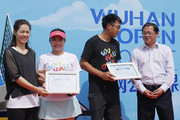 """Li Na of China poses a picture with students who won the award of """"I represent Wuhan Open"""" before a tennis clinic which is part of the Wuhan Open Project at 2017 Wuhan Open on September 28, 2017 in Wuhan, China."""