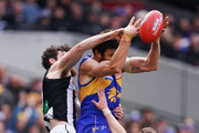Josh Kennedy of the Eagles marks the ball against Tyson Goldsack (L) and Tom Langdon of the Magpies during the 2018 AFL Grand Final match between the Collingwood Magpies and the West Coast Eagles at Melbourne Cricket Ground on September 29, 2018 in Melbourne, Australia.