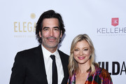 Carter Oosterhouse (L) and Amy Smart arrive at the 2019 WildAid Gala at the Beverly Wilshire Four Seasons Hotel on November 09, 2019 in Beverly Hills, California.