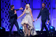 (EDITORIAL USE ONLY) (L-R) Ryan Seacrest, Tori Spelling, and Ian Ziering present onstage during the 2019 iHeartRadio Music Festival at T-Mobile Arena on September 20, 2019 in Las Vegas, Nevada.