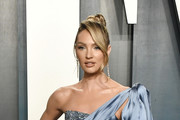 Candice Swanepoel attends the 2020 Vanity Fair Oscar Party hosted by Radhika Jones at Wallis Annenberg Center for the Performing Arts on February 09, 2020 in Beverly Hills, California.