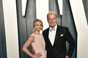 Kelsey Grammer and  Kayte Walsh attend the 2020 Vanity Fair Oscar Party hosted by Radhika Jones at Wallis Annenberg Center for the Performing Arts on February 09, 2020 in Beverly Hills, California.