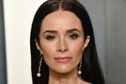 Abigail Spencer attends the 2020 Vanity Fair Oscar Party hosted by Radhika Jones at Wallis Annenberg Center for the Performing Arts on February 09, 2020 in Beverly Hills, California.