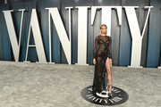 Hailey Bieber attends the 2020 Vanity Fair Oscar Party hosted by Radhika Jones at Wallis Annenberg Center for the Performing Arts on February 09, 2020 in Beverly Hills, California.