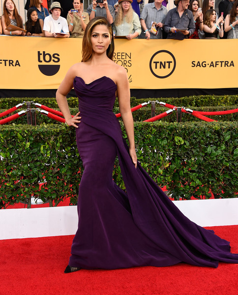 Model Camila Alves attends the 21st Annual Screen Actors Guild Awards at The Shrine Auditorium on January 25, 2015 in Los Angeles, California.