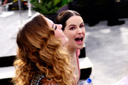Emily Hampshire Annie Murphy Photos Photo