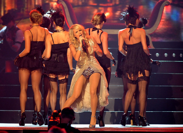 "Carrie Underwood rocked her performance of ""Cowboy Casanova"" at the CMAs"
