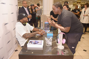 50 Cent 50 Cent Meets Fans At SMS Audio Launch At Nordstrom Roosevelt Field