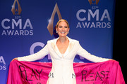 (FOR EDITORIAL USE ONLY) Jennifer Nettles speaks in the press room of the 53rd annual CMA Awards at the Bridgestone Arena on November 13, 2019 in Nashville, Tennessee.