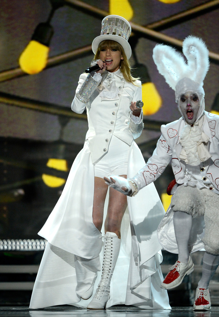 Taylor Swift Grammy Performance Pictures Alice in Wonderland's Big Show Music News Zi