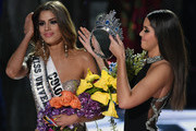 Miss Universe 2014 Paulina Vega (R) removes the crown from Miss Colombia 2015, Ariadna Gutierrez, in order to give it to Miss Philippines 2015, Pia Alonzo Wurtzbach (not pictured), after host Steve Harvey mistakenly named Gutierrez the winner instead of Wurtzbach during the 2015 Miss Universe Pageant at The Axis at Planet Hollywood Resort & Casino on December 20, 2015 in Las Vegas, Nevada.