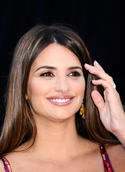Actress Penelope Cruz arrives at the 83rd Annual Academy Awards held at the Kodak Theatre on February 27, 2011 in Hollywood, California.