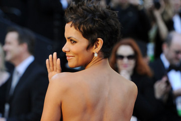 All Hail Halle Berry in Marchesa at the Oscars 2011