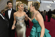 (L-R) Colin Jost, Scarlett Johansson and Florence Pugh attends the 92nd Annual Academy Awards at Hollywood and Highland on February 09, 2020 in Hollywood, California.