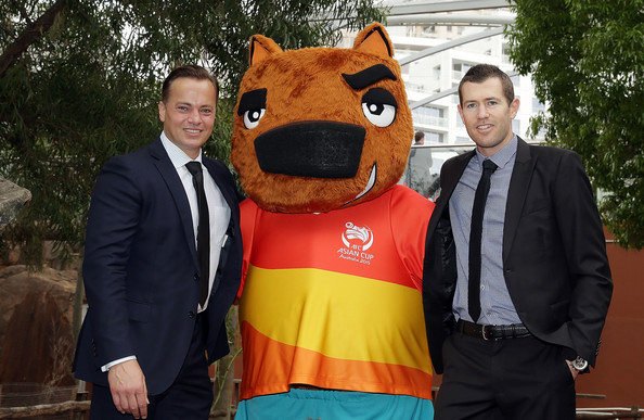 Mark Bosnich and Brett Emerton pose with AFC Asian Cup official mascot Nutmeg the wombat at Wild Life Sydney Zoo on November 11, 2014 in Sydney, Australia.