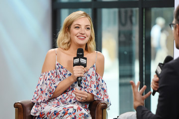 Abby Elliott Build Presents Abby Elliott Discussing the Show 'Odd Mom Out'