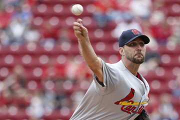 Adam Wainwright St Louis Cardinals v Cincinnati Reds