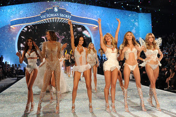 Adriana Lima Behati Prinsloo 2013 Victoria's Secret Fashion Show - Show