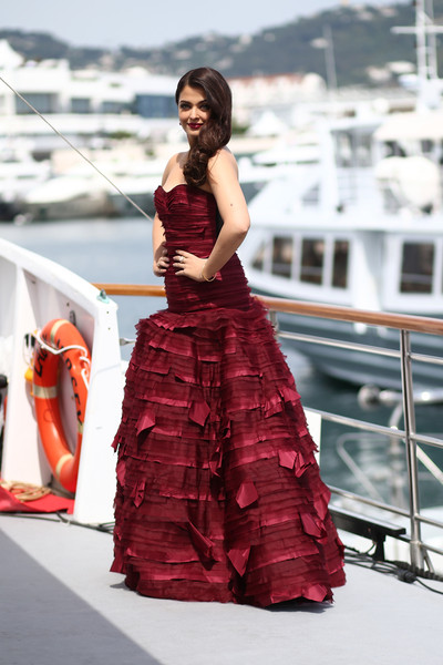 'Jazbaa' Photocall - The 68th Annual Cannes Film Festival [jazbaa photocall - the 68th annual cannes film festival,dress,fashion model,clothing,gown,red,fashion,lady,beauty,formal wear,strapless dress,aishwarya rai,photocall,cannes,france,cannes film festival]