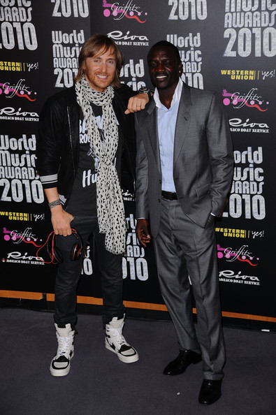 ¿Cuánto mide David Guetta? - Real height Akon+David+Guetta+World+Music+Awards+2010+t7Os0Jq8LbUl