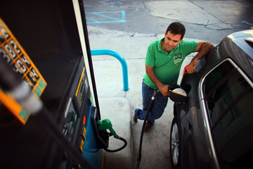 Alejandro Sanchez Unseasonably High Gas Prices Suggest Year Of Escalating Prices