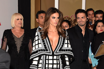 Alessandra Ambrosio Green Carpet Arrivals at the Latin Grammy Awards  — Part 2