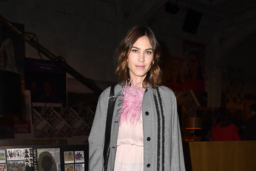 Alexa Chung Prada - Front Row - Milan Fashion Week Fall/Winter 2017/18