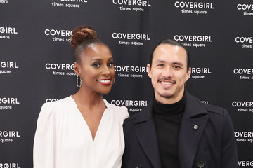 Alexander Hodge Issa Rae Meet And Greet At The COVERGIRL Store In Times Square NYC