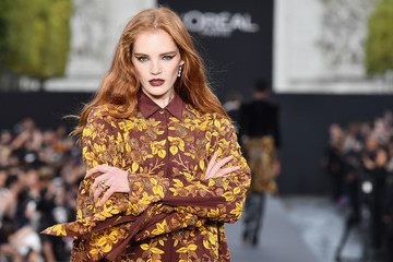 Alexina Graham Le Defile L'Oreal Paris Runway - Paris Fashion Week Womenswear Spring/Summer 2018