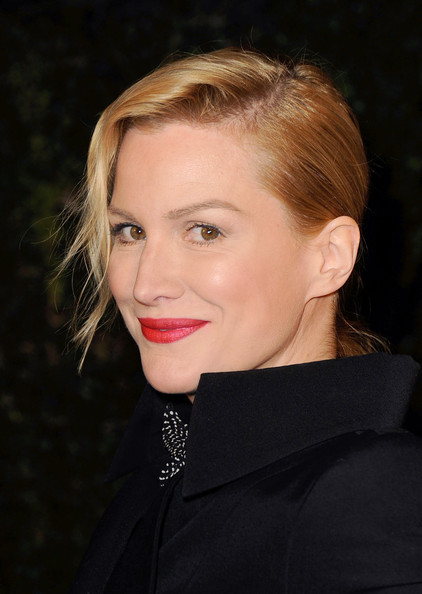 http://www1.pictures.zimbio.com/gi/Alice+Evans+Chanel+Charles+Finch+Pre+Oscar+1T26PG5xlXNl.jpg