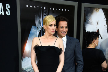 Alice Evans Premiere Of Warner Bros.' 'San Andreas' - Arrivals