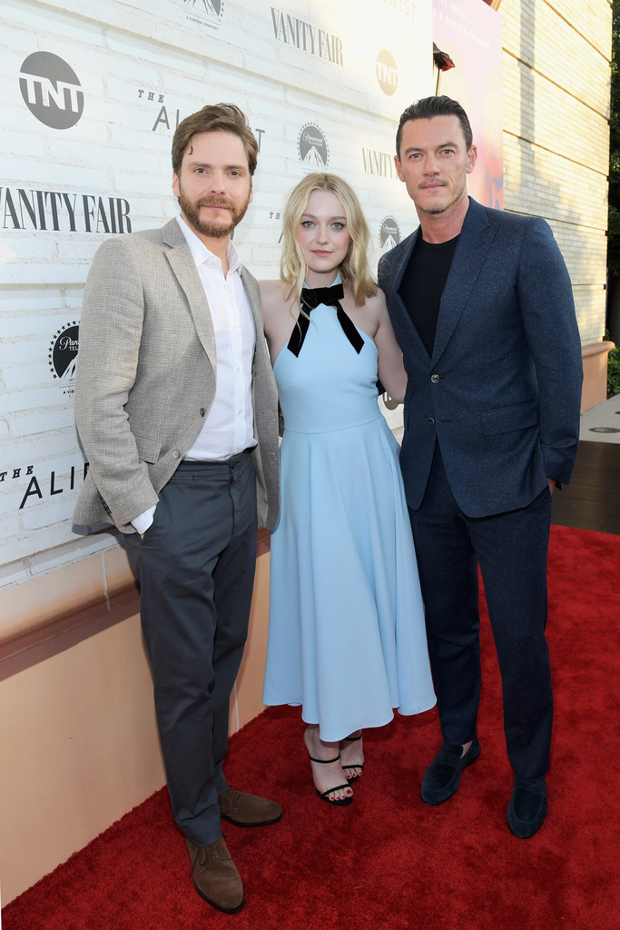 http://www1.pictures.zimbio.com/gi/Alienist+Los+Angeles+Consideration+Event+T2kXkj2oyQBx.jpg