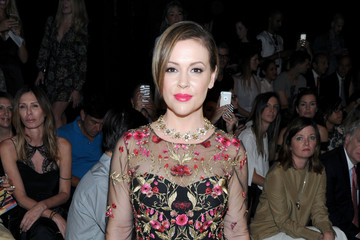 Alyssa Milano The Marchesa Spring/Summer 2017 Fashion Show Co-Hosted by FIJI Water